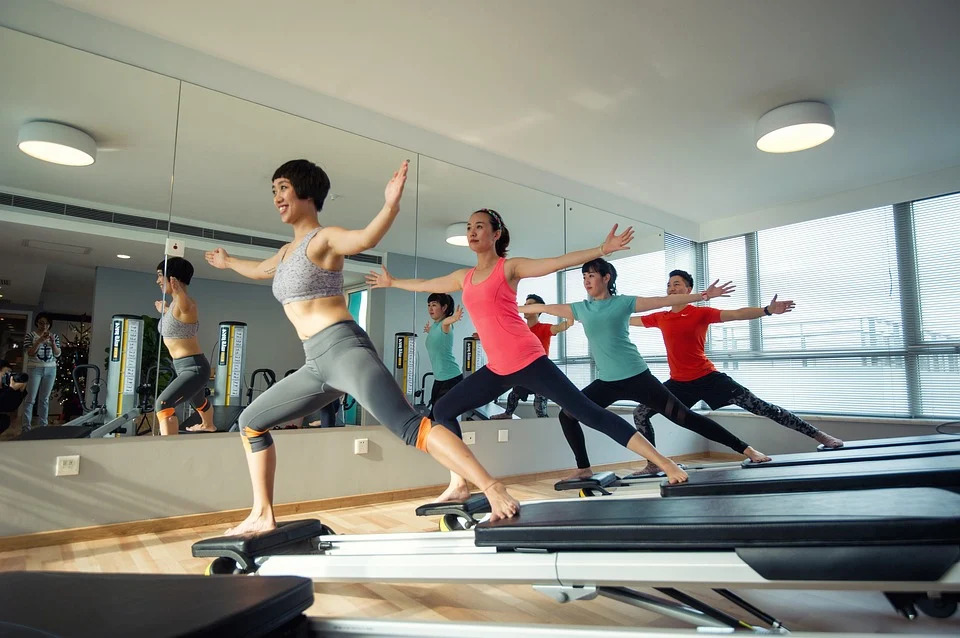 YOGA vs. PILATES: WHAT'S THE DIFFERENCE AND HOW TO CHOOSE THE ONE FOR YOU!
